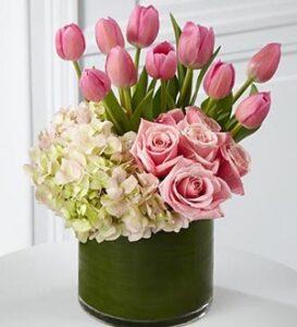 arreglo floral tulipanes y hortensias