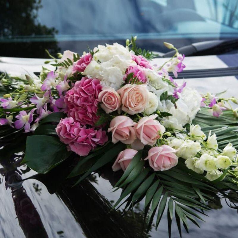 decoración floral para auto