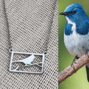Collar con dije de ave en rama de acero inoxidable