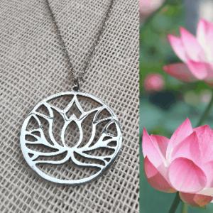 Collar con dije de lirio o flor de loto en acero inoxidable