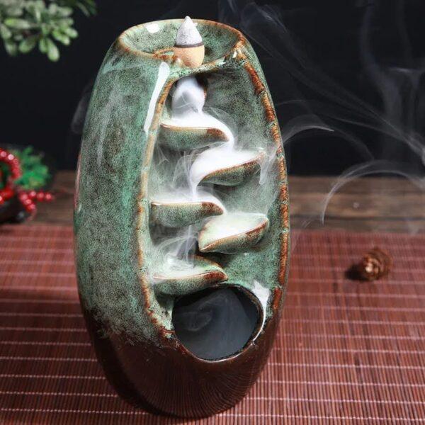 Porta incienso en cascada de cerámica con 10 conos