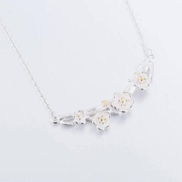 Conjunto de joyas con collar,aretes y anillo de flores