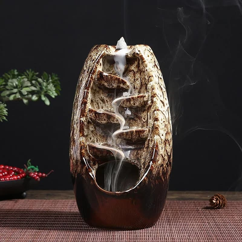Porta incienso en cascada de cerámica beige con 10 conos